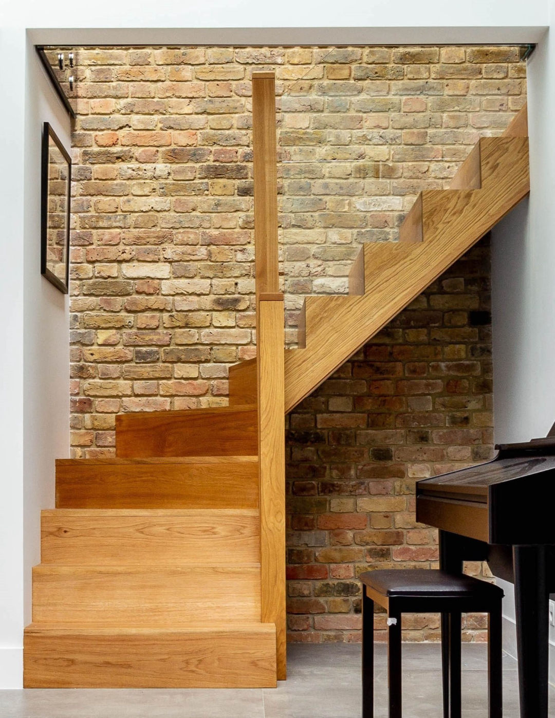Bespoke fitted wooden staircase built by an experienced North London joiner